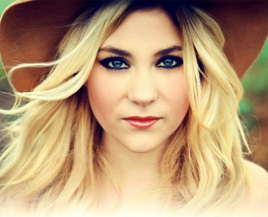 Droitwich country singer flies high in iTunes chart | The Droitwich